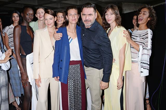 Ролан Муре с моделями на показе