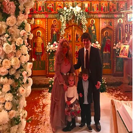 Алла Пугачева и Максим Галкин с дочерью Лизой и сыном Гарри