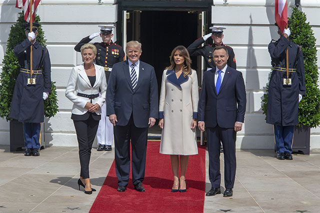 Классика и элегантность: Дональд и Мелания Трамп встретились с президентом Польши и его супругой