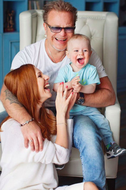 Наталья Подольская и Владимир Пресняков с сыном Артемием