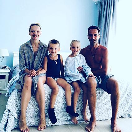 Екатерина Вилкова и Илья Любимов с сыном Петром и дочерью Павлой