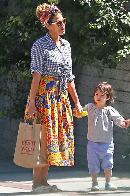 Ева Мендес с младшей дочерью
