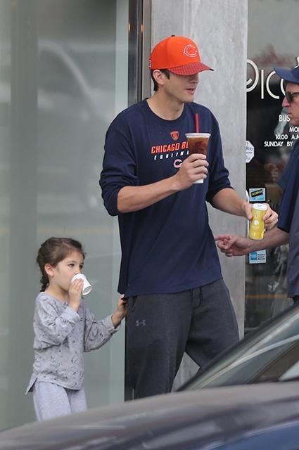 Эштон Катчер с дочерью Уайетт