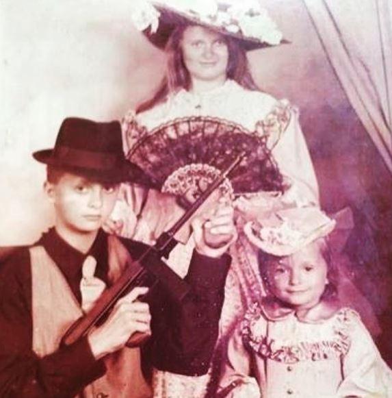 Надежда Михалкова с сестрой Анной и братом Артемом