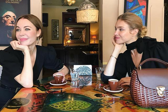 Горы, солнце и... пончики: Наталья Водянова и Ульяна Сергеенко путешествуют по Грузии и Азербайджану