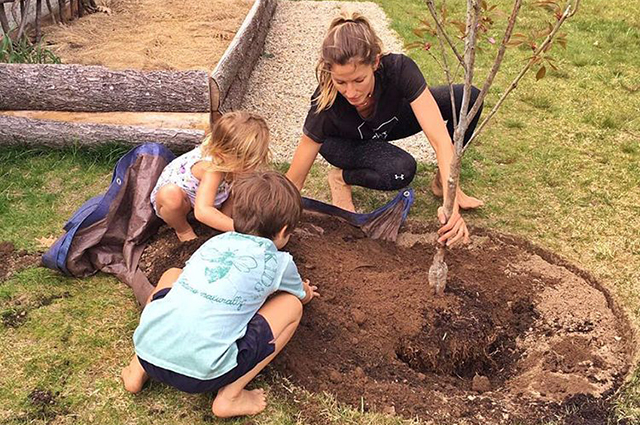 Жизель Бундхен с детьми