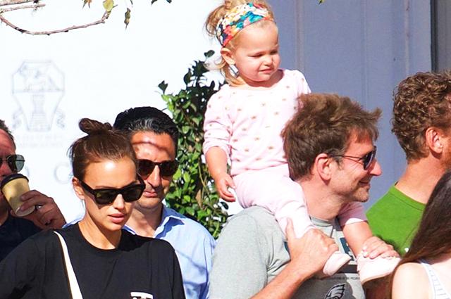 Семейный шопинг: Ирина Шейк и Брэдли Купер гуляют по Лос-Анджелесу вместе с дочкой