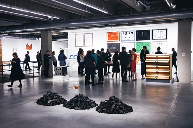 Вид экспозиции Марселя Бротарса