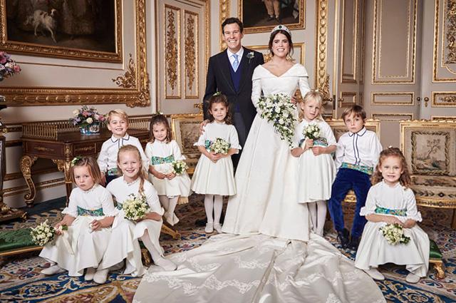 Слева направо в первом ряду: принц Джордж, принцесса Шарлотта, Теодора Уильямс, Джек Бруксбэнк, Исла Филлипс, Луи де Живанши, Миа Тиндалл, Саванна Филлипс, Мод Виндзор