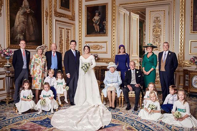 Томас, Никола, Джордж и Джек Бруксбэнк, принцесса Евгения, королева Елизавета II, принцесса Беатрис, принц Филипп, Сара Фергюсон, принц Эндрю, дети: Теодора Уильямс, Миа Тиндалл, принц Джордж, принцесса Шарлотта, Исла Филиппс, Саванна Филиппс, Мод Виндзор