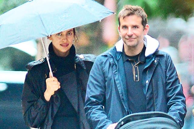 Назло слухам: Ирина Шейк и Брэдли Купер гуляют с дочкой по дождливому Нью-Йорку