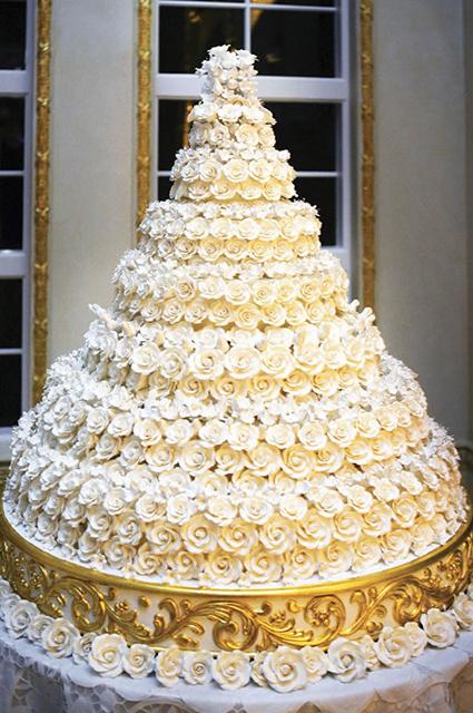 Торт-люстра, торт-облако и другие самые впечатляющие свадебные торты знаменитостей