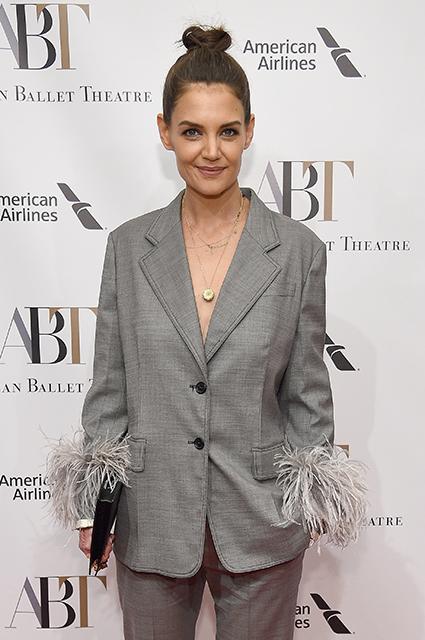 Внезапно: Кэти Холмс в костюме с перьями на открытии балетного сезона в Нью-Йорке