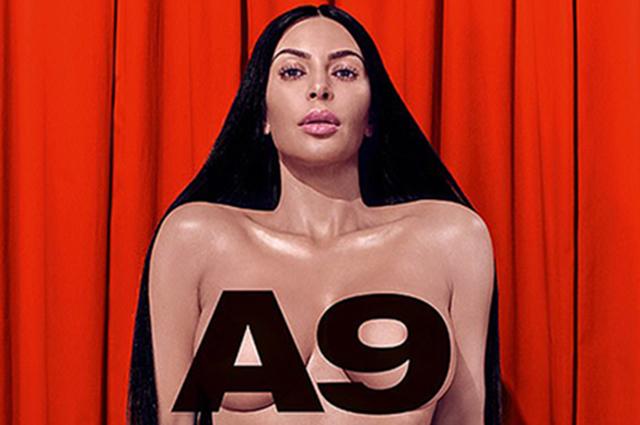 Ким Кардашьян позирует топлес в новой сексуальной фотосессии