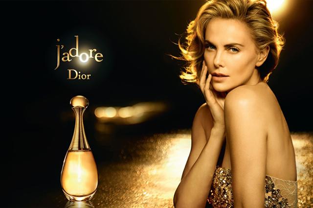Шарлиз Терон в рекламной кампании Dior J'Adore прошлых лет