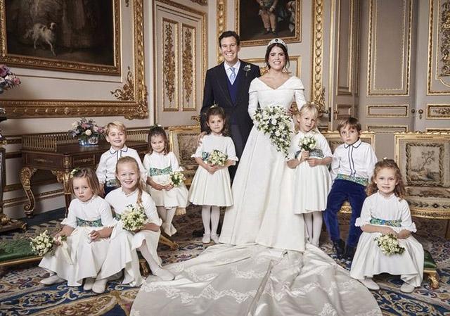 Джэк Бруксбэнк и принцесса Евгения с детьми, слева: Саванна Филлипс, Мод Виндзор, принц Джордж, принцесса Шарлотта, Теодора Уильямс, справа: Исла Филлипс, Луи де Живанши, Миа Тиндалл