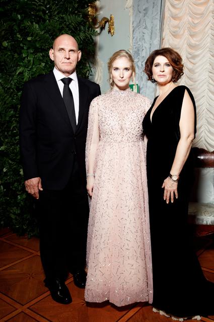 Александр Карелин с дочерью Василисой и женой Ольгой