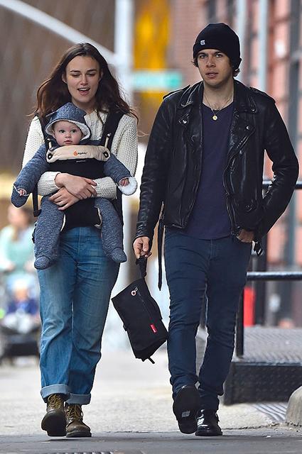 Кира Найтли с дочерью и мужем Джеймсом Райтоном