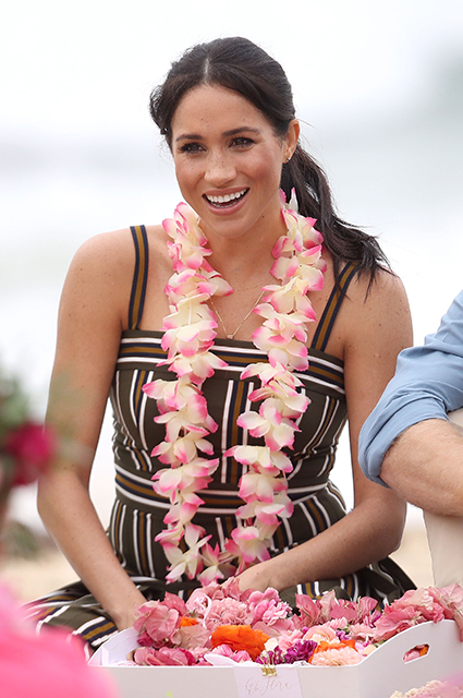 От пляжа до государственных приемов: выбираем лучшие образы Меган Маркл из официального тура