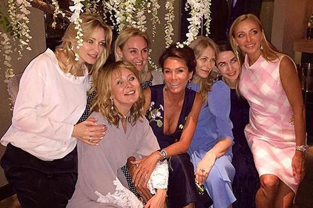 Ольга Магомедова с подругами