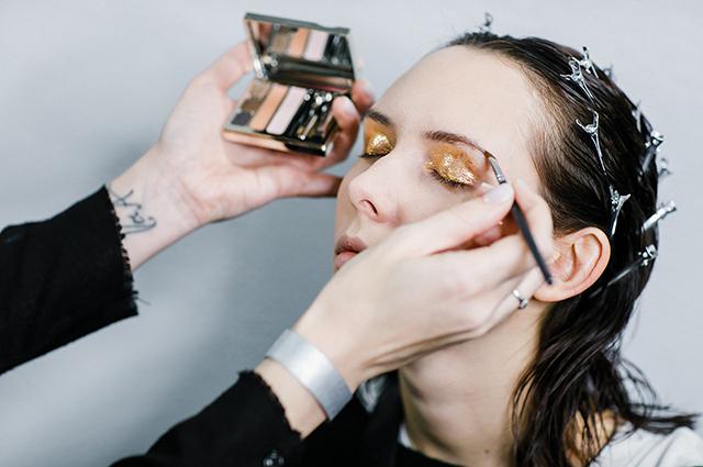 Бьюти-дайджест: от макияжа на показе Chapurin до скидок специально для Сплетниц