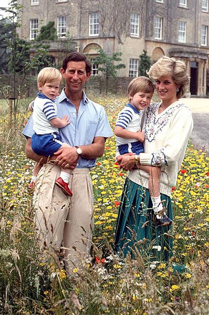 Принц Чарльз и принцесса Диана с сыновьями