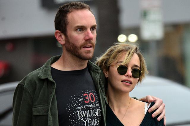 Сладкий ноябрь: Эмилия Кларк и Чарли МакДауэлл на прогулке в Лос-Анджелесе