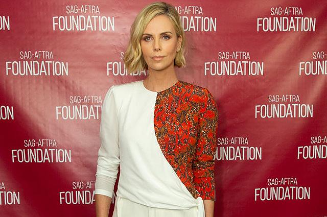 Шарлиз Терон в элегантном белом костюме вызвала восхищение на вечере в Лос-Анджелесе