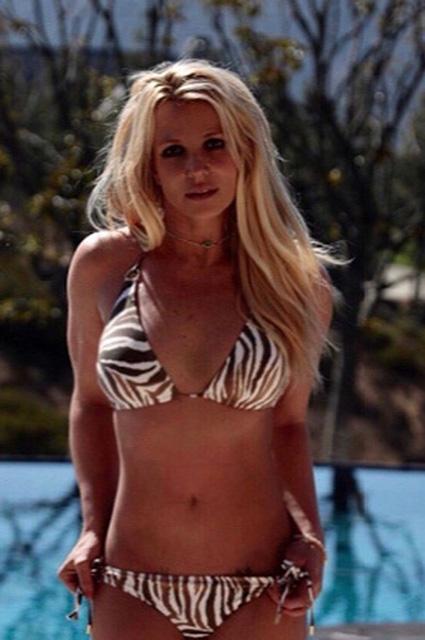 В сети восхищаются фигурой Бритни Спирс в бикини: «Все просто идеально!»
