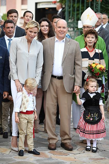 Княгиня Шарлен и князь Альбер II с детьми