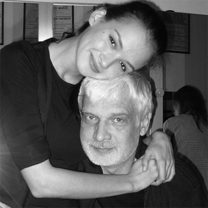 Как скромная студентка: Паулина Андреева выбрала будничный образ для пресс-показа