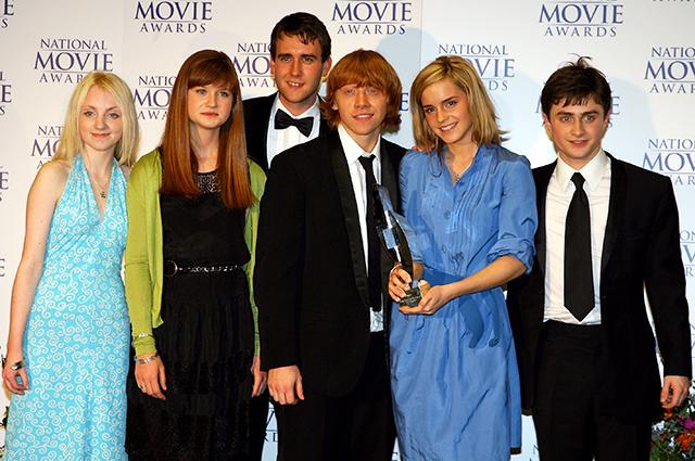 "Эванна Линч (краяняя слева) с коллегами по ""Гарри Поттеру"""