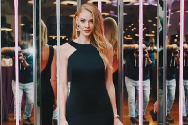 Светлана Ходченкова в элегантном вечернем платье посетила открытие ювелирного бутика в Баку