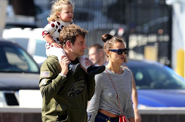 Снова вместе: Ирина Шейк и Брэдли Купер с дочерью Леей на шопинге в Санта-Монике