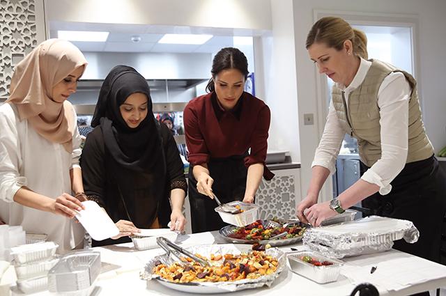 Меган Маркл с основательницами сообщества Hubb Community Kitchen