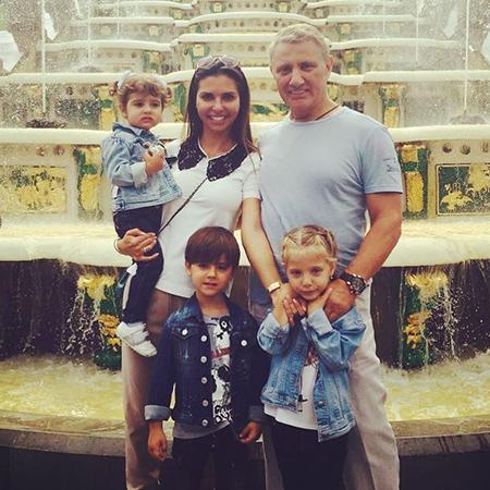 Карина и Борис Ротенберг с детьми