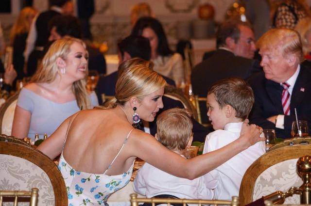 Дональд и Мелания Трамп на праздничном ужине в честь Дня благодарения