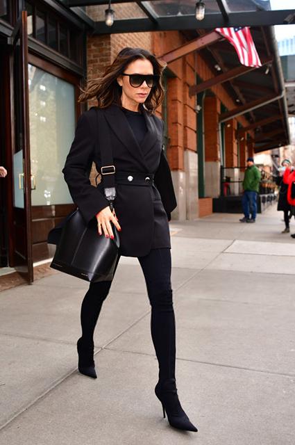 Яркая или сдержанная: выбираем лучший из четырех образов Виктории Бекхэм в Нью-Йорке