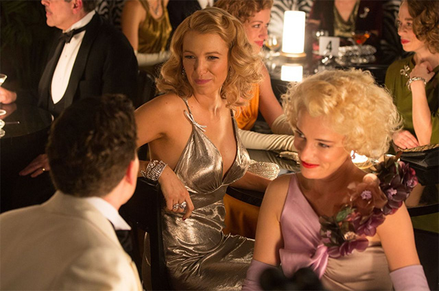 Образ дня: Блейк Лайвли в винтажном сексуальном платье на шоу Versace