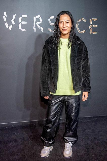 Ирина Шейк, Блейк Лайвли, Ким Кардашьян и другие звезды на показе Versace в Нью-Йорке