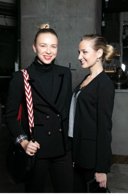Анжелика Тиманина с подругой