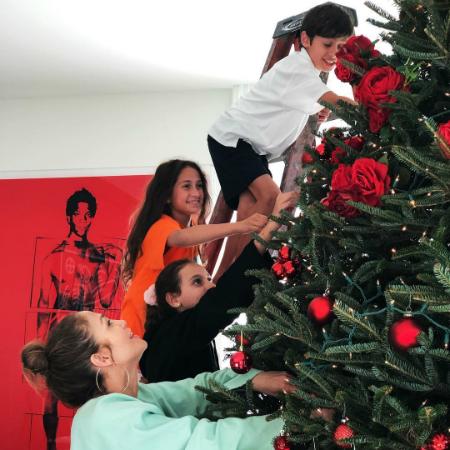 Дженнифер Лопес и Алекс Родригес с детьми закончили приготовления к Рождеству: фото