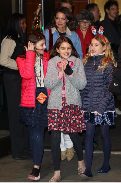 Кэти Холмс сводила дочь Сури Круз на рождественский концерт Jingle Ball