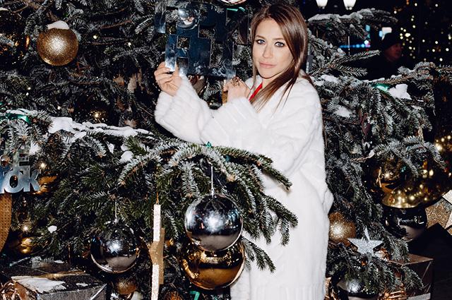 Юлия Барановская, Надежда Оболенцева, Полина Аскери и другие на рождественском базаре