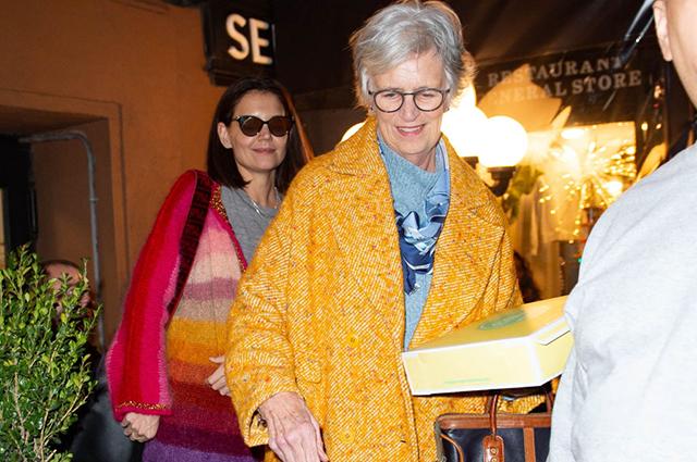 Кэти Холмс отпраздновала день рождения с мамой, дочерью и бойфрендом Джейми Фоксом