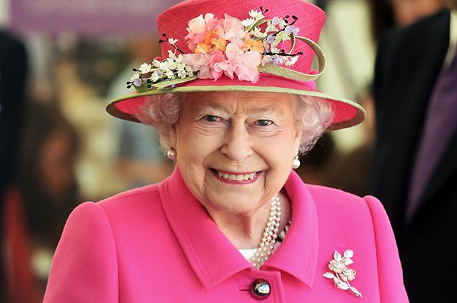 Видео дня: самые необычные и дорогие подарки от королевы Елизаветы II