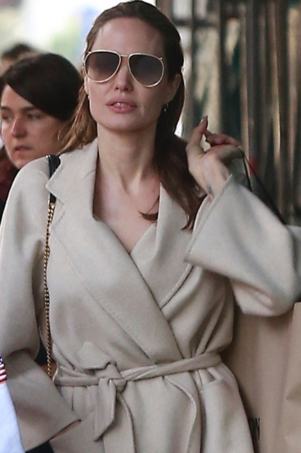 Выходные с сыном: Анджелина Джоли на шопинге с Паксом