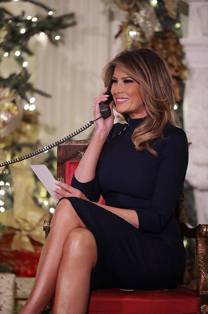 Мелания и Дональд Трамп поговорили по телефону с детьми, которые отслеживали маршрут Санта-Клауса