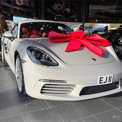 Директор люксового бренда Arctic Army Эдвард Джефферсон подарил себе Porsche 718 Cayman