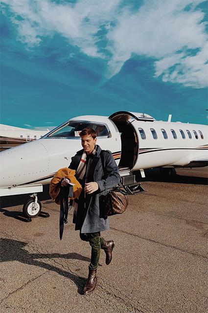 Райан Дьюбс прилетел домой на Рождество на частном самолете